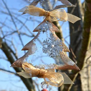 Altered_Acrylic_Sun_Catcher_Christmas_Ornament_Pinky_Hobbs_Clear_Scraps3