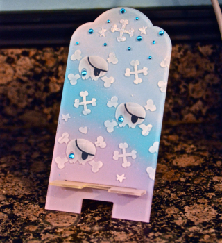 Skull Stencil Phone Stand by Pinky Hobbs Clear Scraps - 1