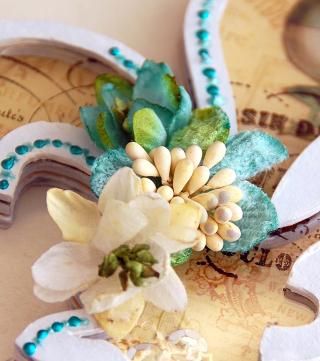 Fleur De Lis Shaker by Irene Tan 02