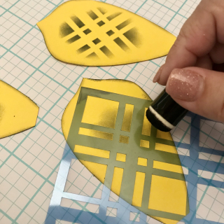 Clear_Scraps_Sunflower_Circle_Tray_Demo