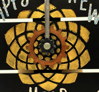 Clear_Scraps_Circle Medium DIY Pallet_Happy New Year Clock close up 1